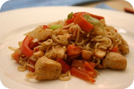 Noodles met Kipfilet en Cashewnoten