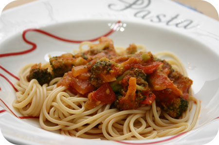 Pasta met Broccoli en Tomatensaus