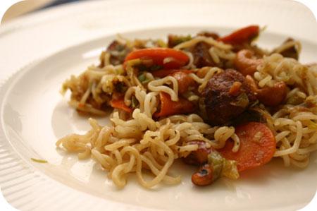 Noodles met Indische Balletjes