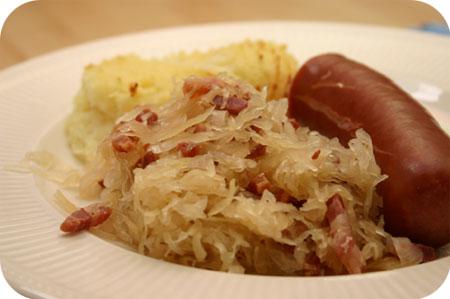 Zuurkool met Ontbijtspek en Rookworst