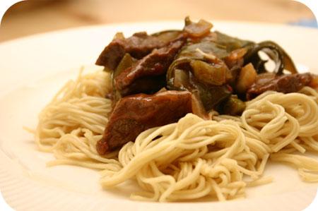 Noodles met Bieflapjes en Peultjes