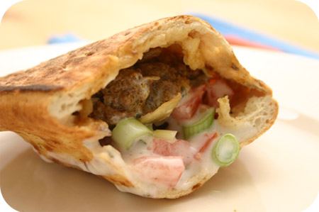 Curry Burgers met Naanbrood