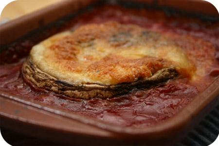 Portobello met Mozzarella en Tomatensaus