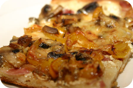 Pizza met Champignons, Paprika en Crme Frache