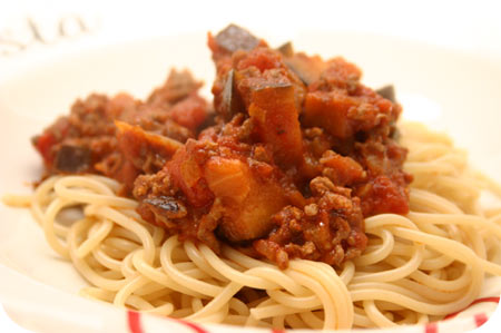 Spaghetti with Eggplant, Minced Meat and Tomato Sauce