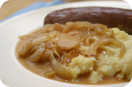 Sausages with Onion Sauce and Mashed Potatoes