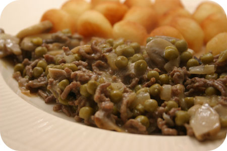 Minced Beef Dish with Peas and Mushrooms