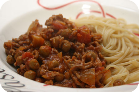 Spaghetti with Marrowfat Peas, Minced Meat and Tomato Sauce