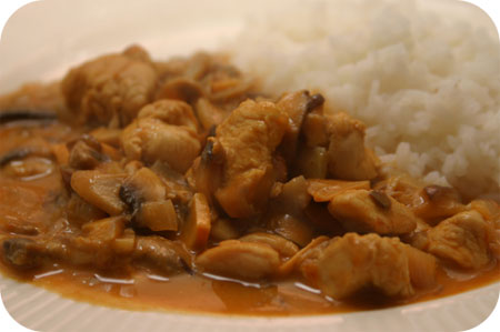Rice with Chicken Breast and Mushroom in Thai Sauce