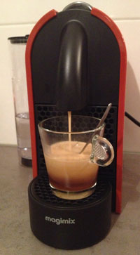 Nespresso U in actie Lungo