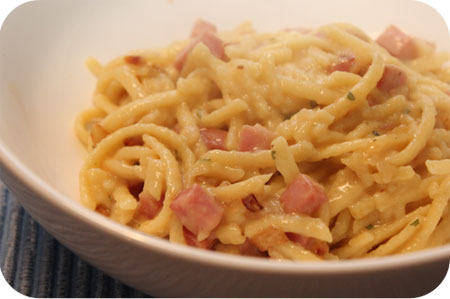 Kse Sptzle met Ham en Ui