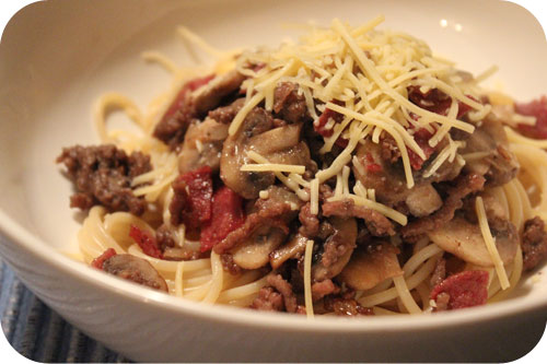 Spaghetti with Minced Beef, Salami and Mushrooms