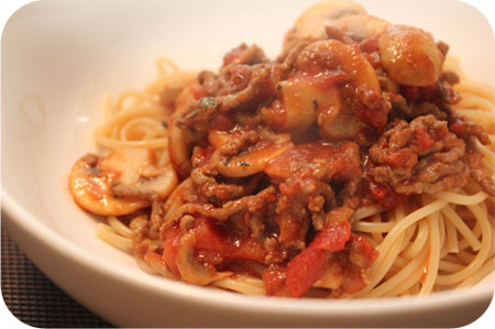 Spaghetti with Mushrooms and Minced Beef in Tomato Sauce