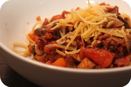 Spaghetti with Carrots and Mushrooms in Tomato Sauce