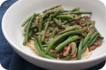 Spaghetti with Green Beans, Bacon and Pesto