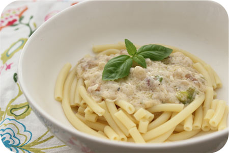 Pasta with Asparagus and Pancetta in Creamy Sauce