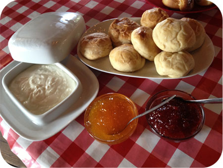 High Pancake bij Sara in Eenrum scones met jam en zure room