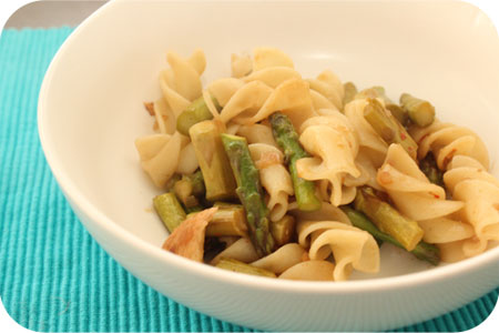Pasta with Chicken and Green Asparagus