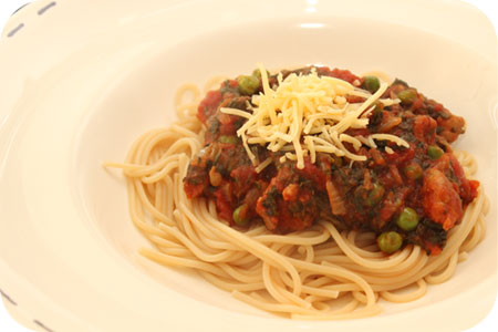 SSpaghetti with Peas and Spinach in Tomato Sauce